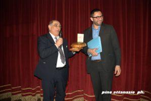 Armando De Rosa riceve il premio Panteatro Antonio Diana