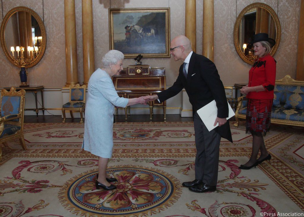 L'alta moda italiana di Michele Miglionico a Buckingham Palace 2