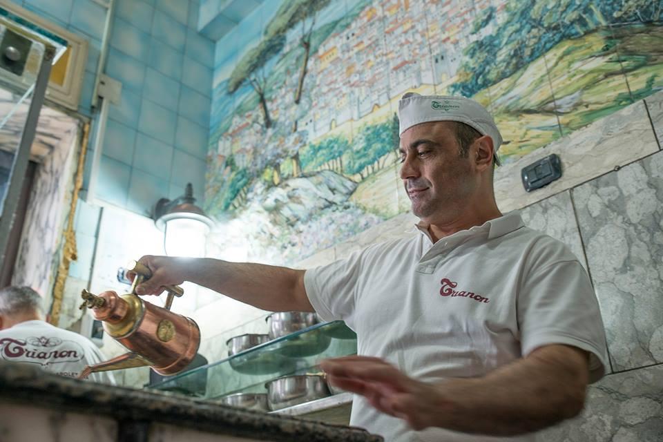 Corsiper pizzaiolo della PizzeriaTrianonin collaborazione con l'Associazione Arti e Mestieri