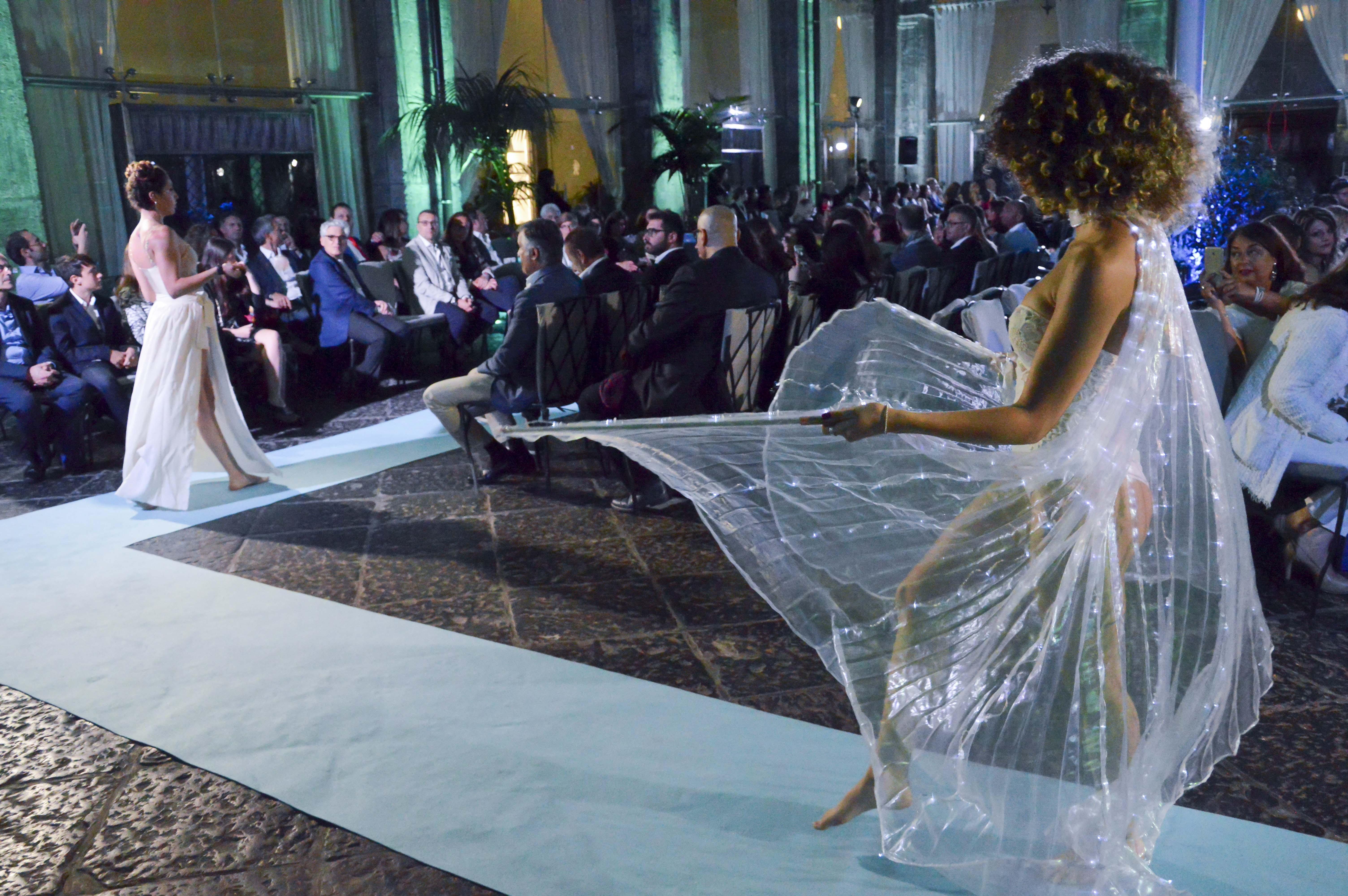 """Alta moda e acrobazie per """"Le stelle della moda"""" a Palazzo Caracciolo 2"""