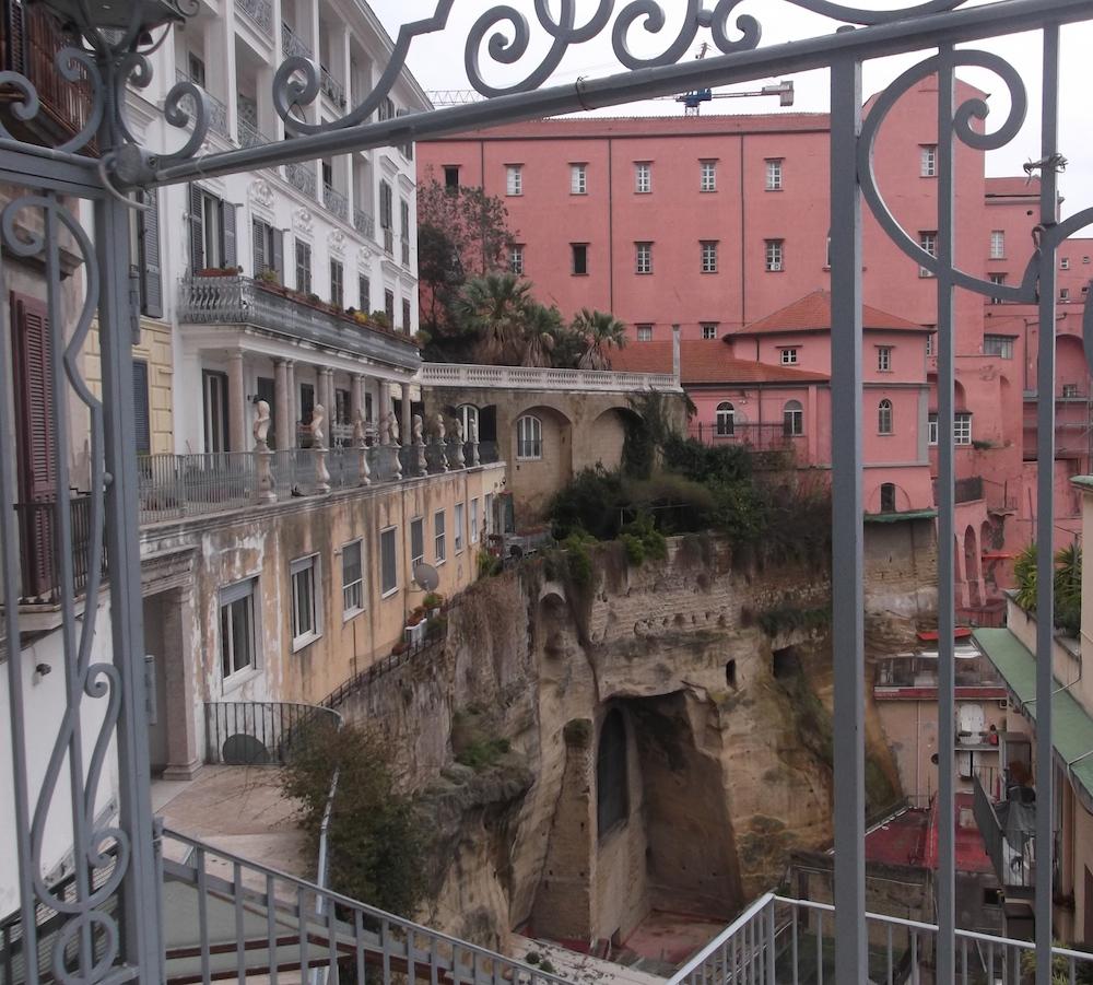 Le visite di Medea Art: Arciconfraternita dei Pellegrini, Chiostri di Napoli e trekking