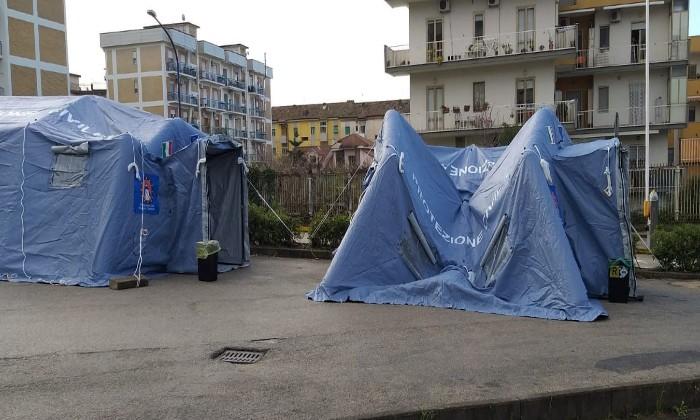 """Ospedale di Caserta, la tensostruttura ancora chiusa. La Cisl Fp: """"Personale poco e in difficoltà, a che serve una tenda chiusa"""""""