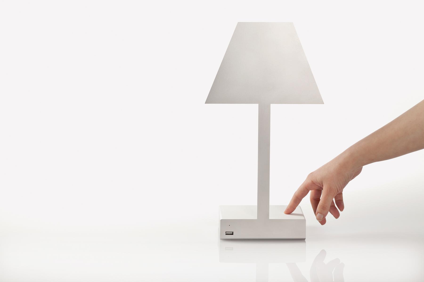 La lampada 2.D METABIT di Caoscreo, tecnologia e multifunzione