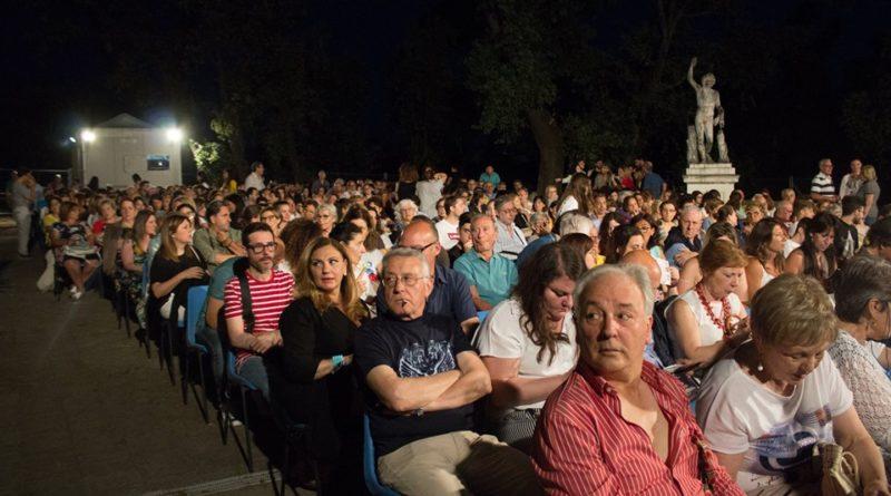 """Al via la XXVII edizione di """"Cinema intorno al Vesuvio"""" a cura di Arci Movie 15 luglio > 13 agosto 2020 a Villa Vannucchi San Giorgio a Cremano"""